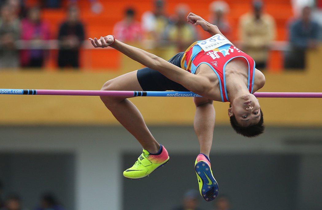 跳高好手向俊賢(圖)25日在全運會以2公尺14完成5連霸,賽後他對自己的成績表示...