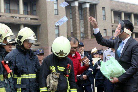 真的要對消防隊如此殘忍,才叫做功德嗎?
