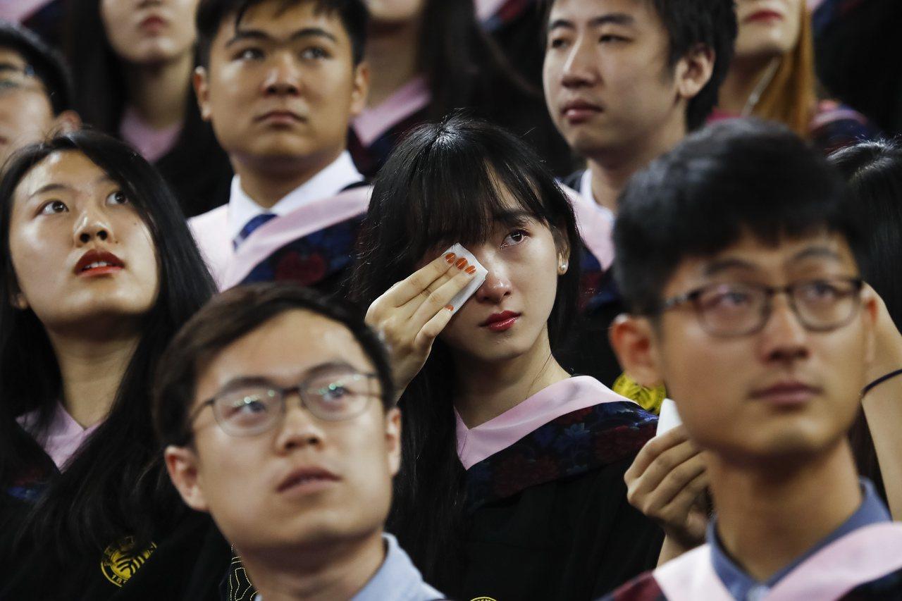 北京大學2017年本科生結業儀式。 新華社照片