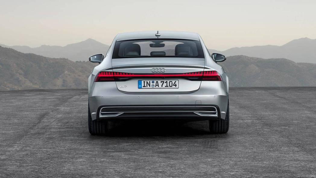 Audi A7 Sportback 車尾,頭尾燈相連的設計。 摘自Audi
