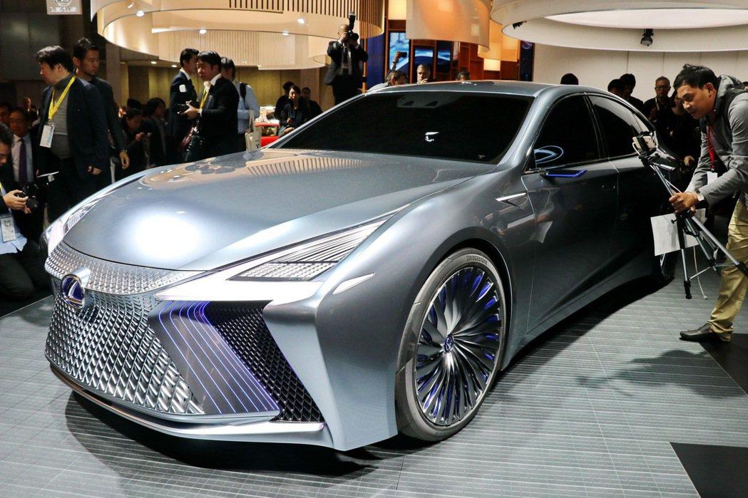 LEXUS在東京車展展出LS+ Concept概念車,除了充滿科技外型,更擁有先...