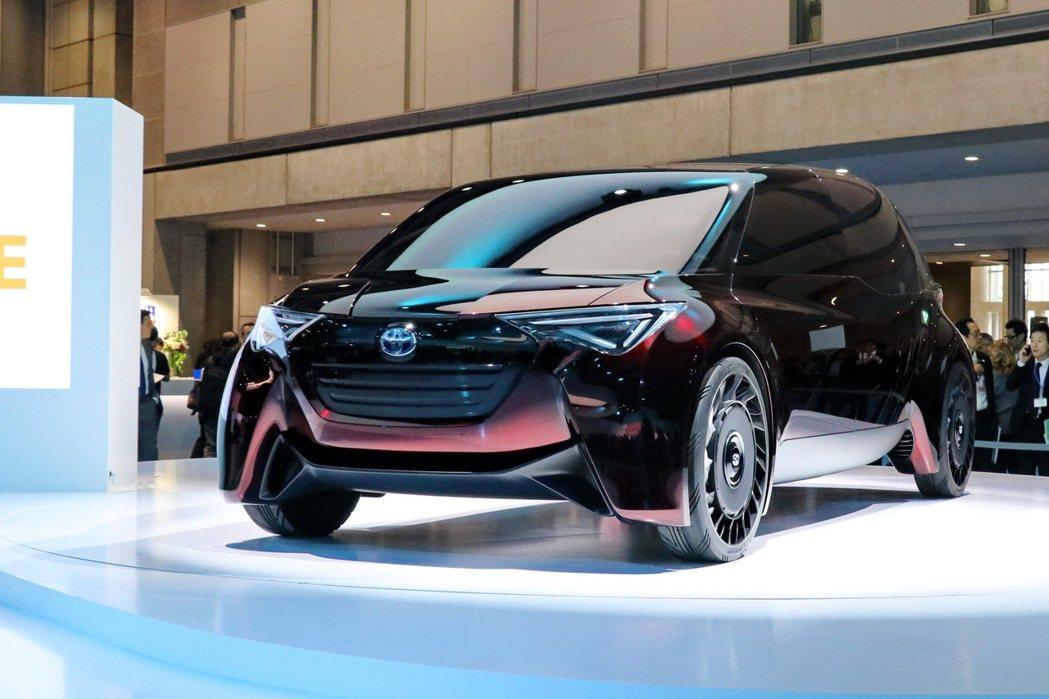 TOYOTA全新氫燃料電池車Fine-Comfort Ride,充填氫燃料只需3...