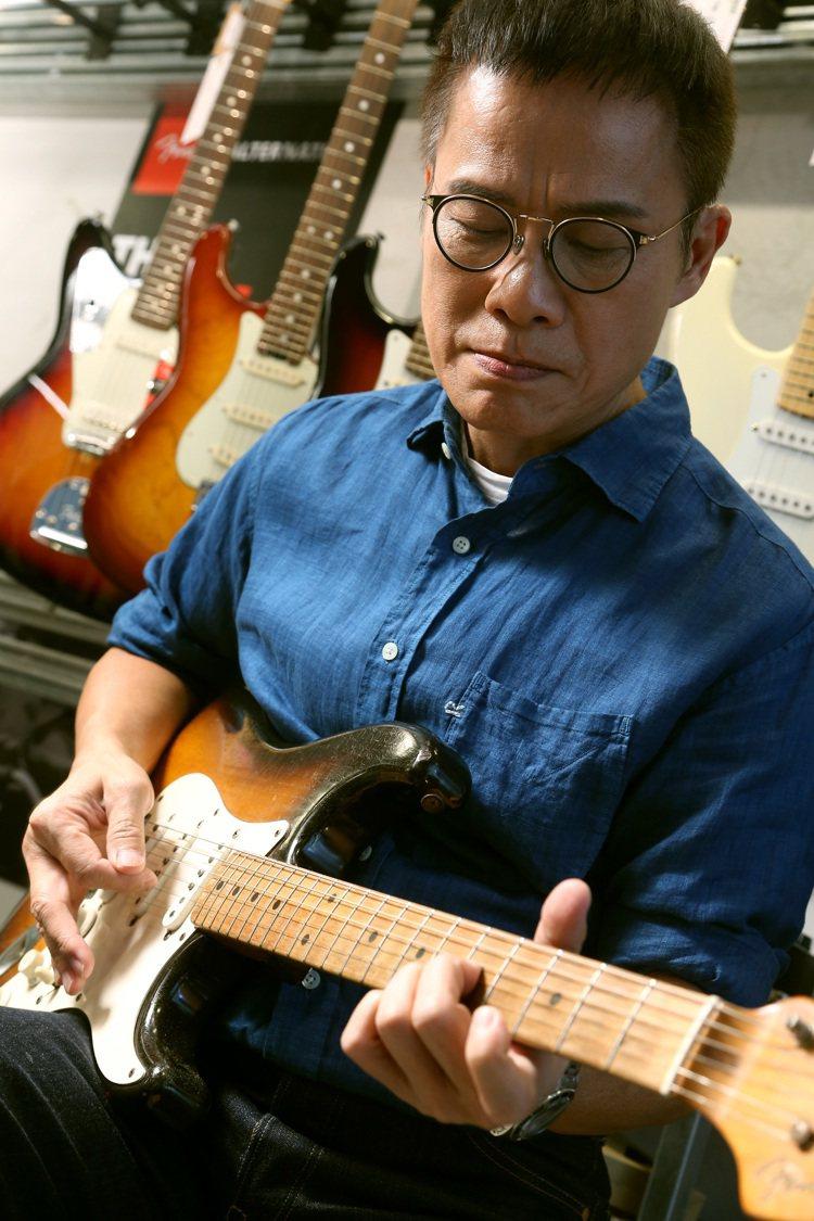羅大佑的吉他是創作的活泉。記者陳立凱/攝影
