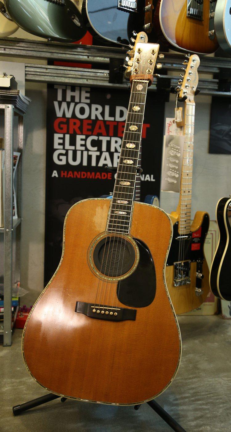 羅大佑的吉他上,都有歲月的痕跡。記者陳立凱/攝影