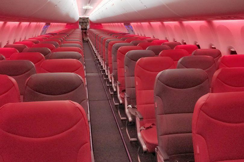 英國女作家葛里夫搭飛機出國度假,登機後發現機上空無一人。 圖擷自mirror