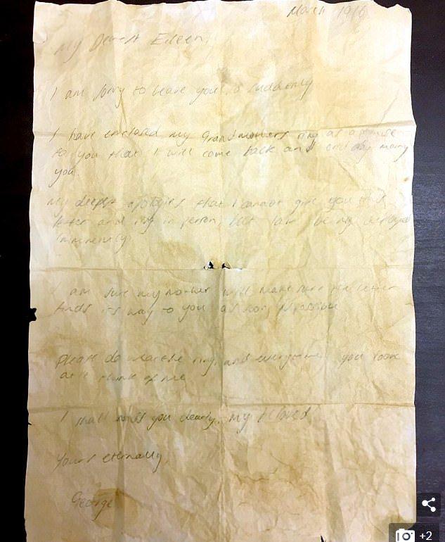 英骨董商在五斗櫃抽屜中發現一封字跡模糊、被人忽略百年的情書和一枚戒指。情書主人翁...