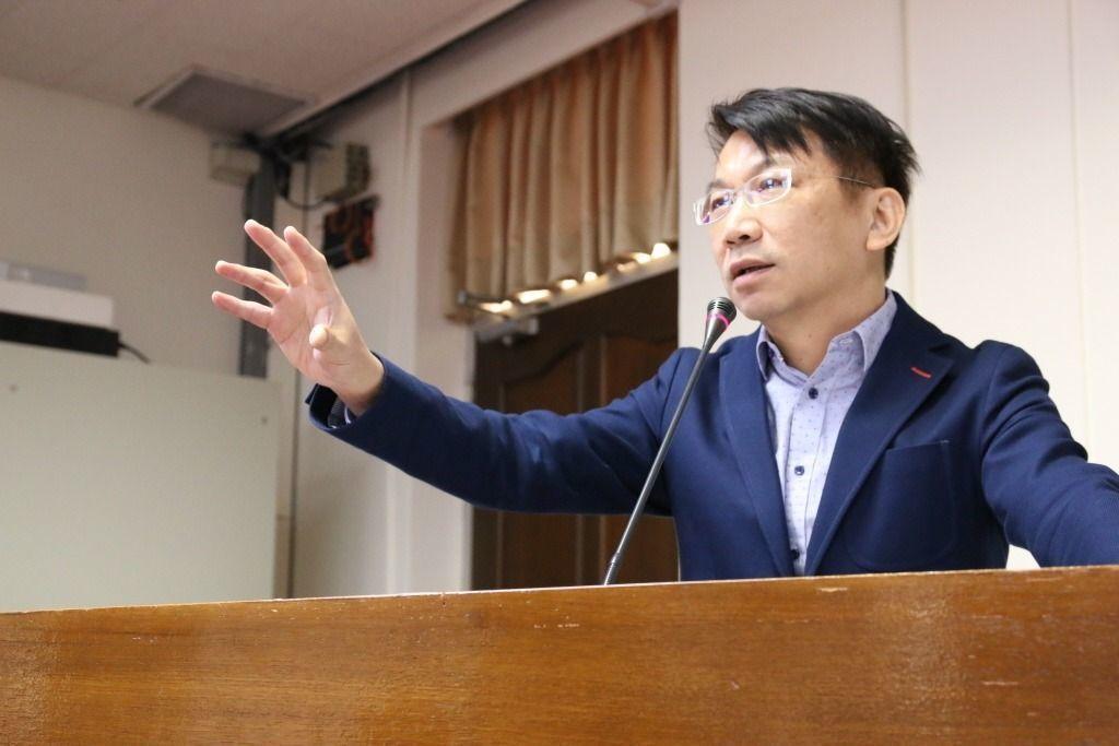 時代力量立委徐永明對於救國團揚言上街頭、走法院表示「上街頭無法改變歷史事實,有不...