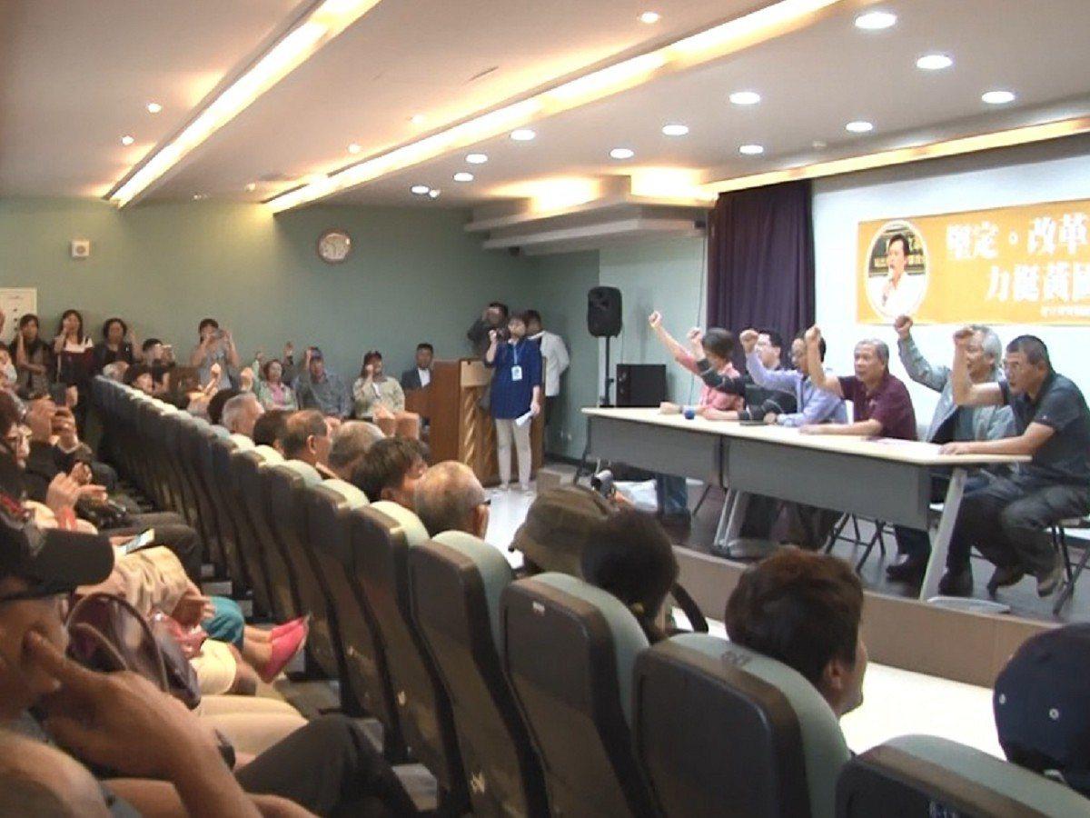 一群支持者站出來力挺黃國昌,除了成立「好立委要相挺」協會籌備處,也要大家投下反對...