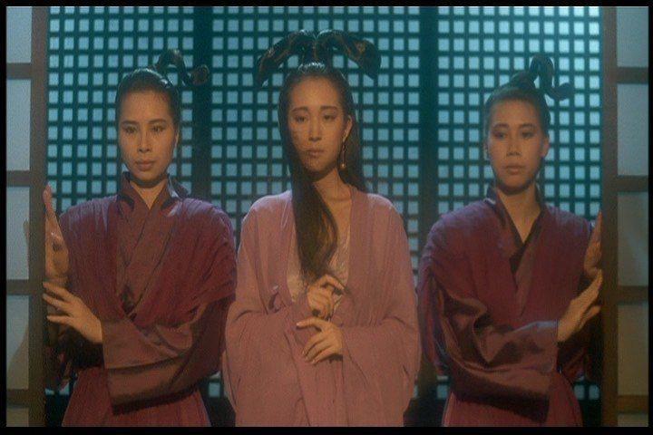 薛芷倫(中)在「倩女幽魂」扮演嫉妒小倩的女鬼小青。圖/摘自HKMDB