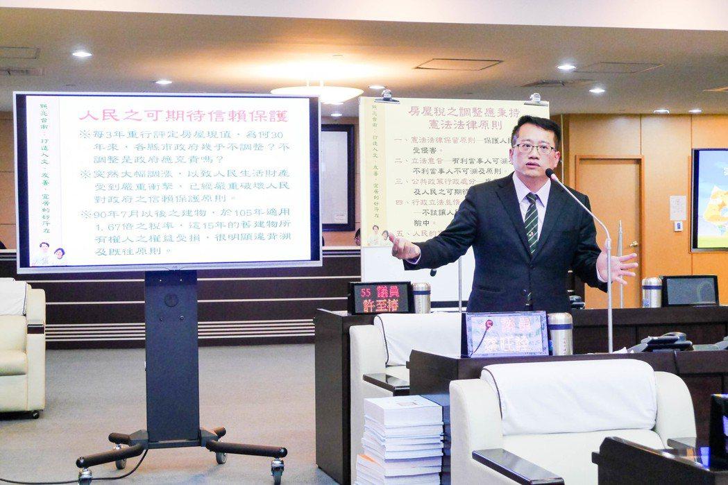 台南市議員蔡旺詮呼籲台南市政府比照台中作法調降房屋稅,否則不排除打行政訴訟。記者...