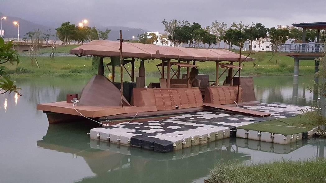 現代「水上巴士」改造成精緻優美的古船。圖/台視提供