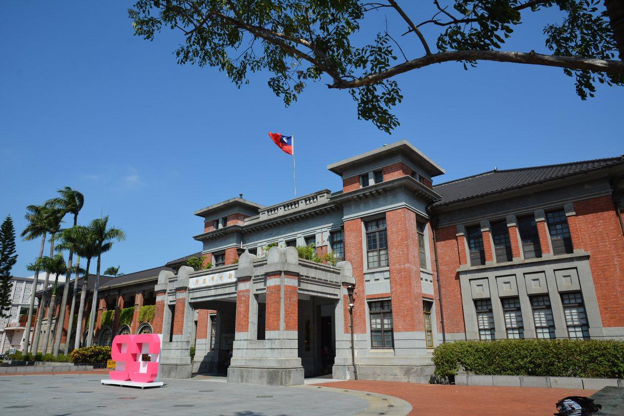 新竹市政府所在地的建築物「國定古蹟新竹州廳」已啟用90年。記者林家琛/攝影