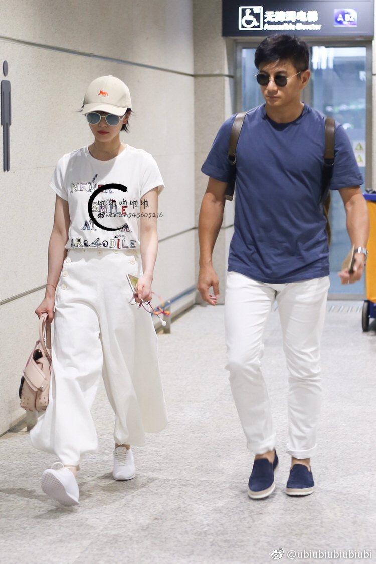 品牌大使劉詩詩也愛TODS Wave Bag。圖/迪生提供