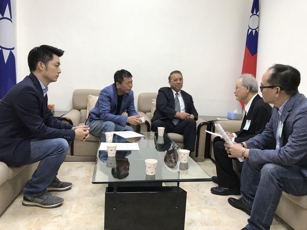 「台灣政治受難者關懷協會」昨天拜訪國民黨立法院黨團,蔣家第4代、國民黨團副書記長...