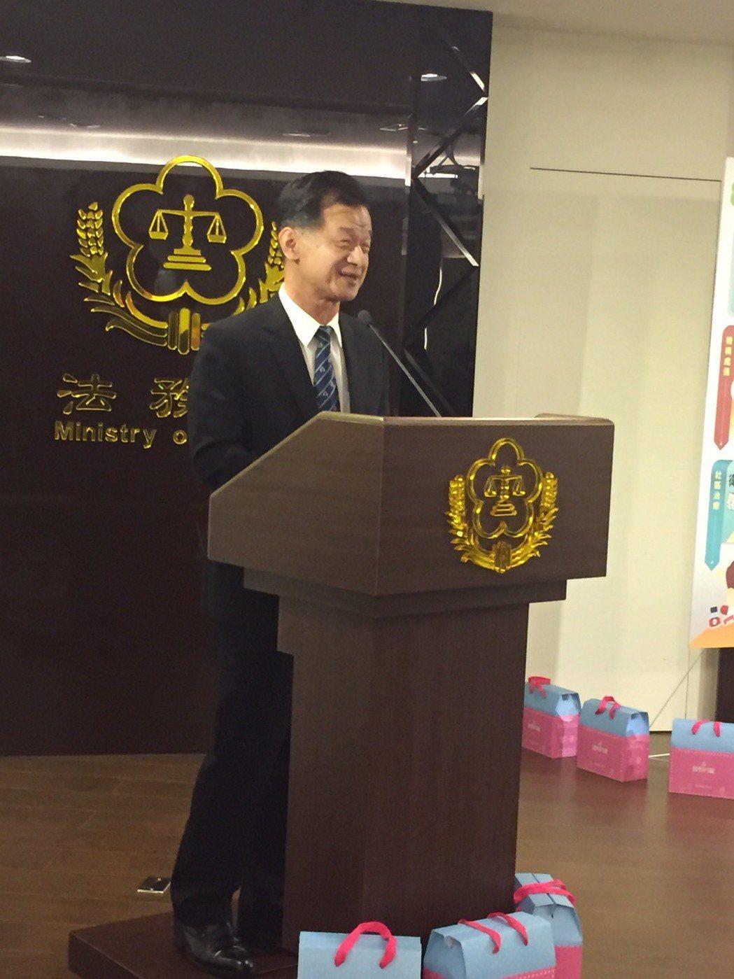 法務部長邱太三說,「我年輕時幫女受刑人帶過孩子」。記者王聖藜/攝影