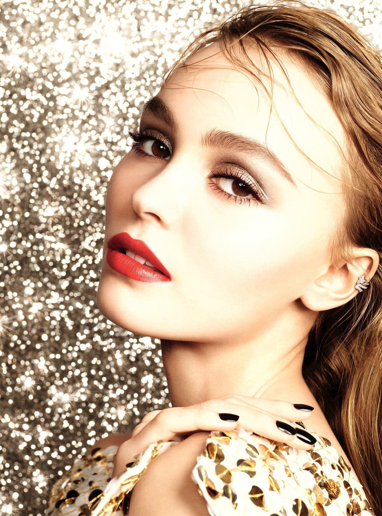香奈兒推出限量耶誕彩妝,從包裝和選色都散發濃濃女人味與佳節氛圍。圖/香奈兒提供