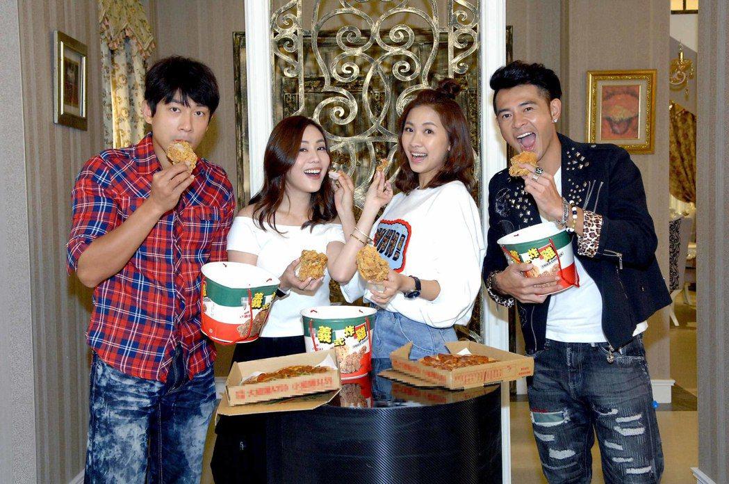 李政穎(左起)、王宇婕、林玟誼、黃玉榮吃炸機慶功。圖/華視提供