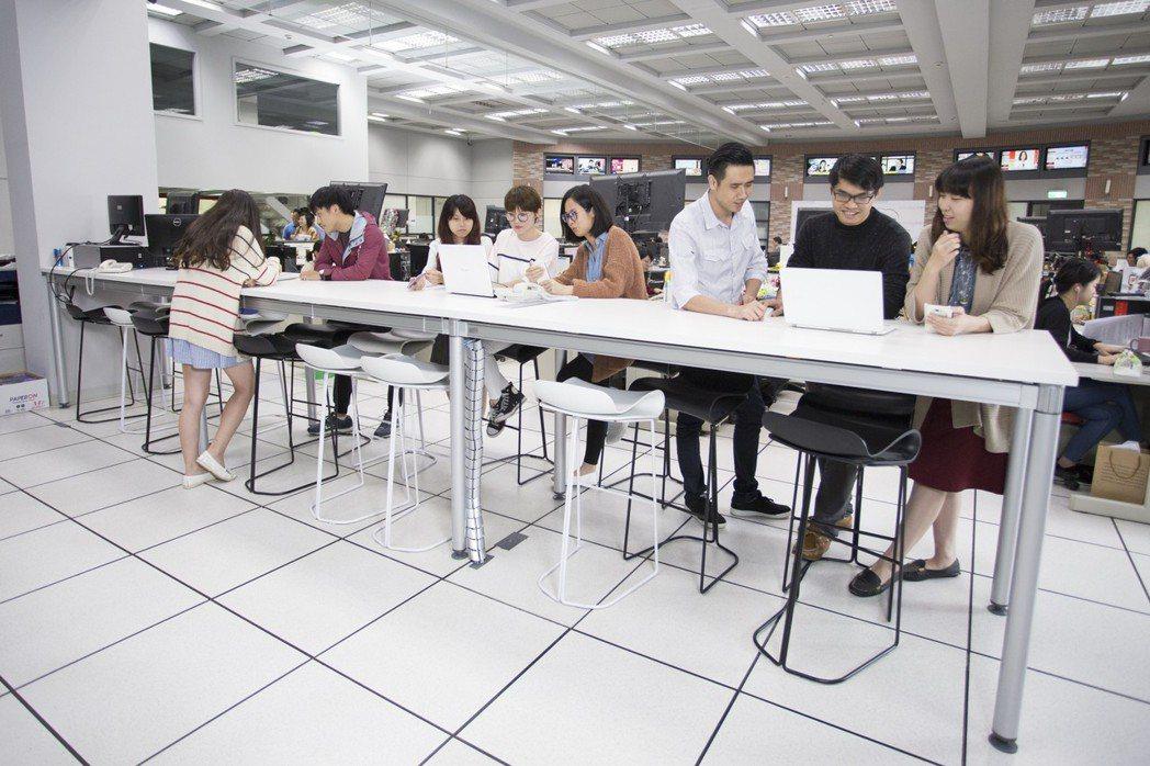 東森集團近年積極深耕科技零售、新媒體產業,今年大舉徵才近千人,目前集團還有將近4...