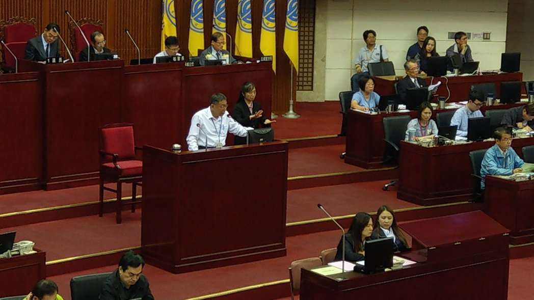 台北市長柯文哲下午至議會進行107年度施政計畫及總預算案報告與詢答。記者楊正海/...