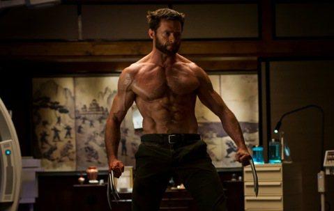 休傑克曼在「X戰警」系列演出「金鋼狼」長達17年,總算在今年的「羅根」畫下句點,電影評價票房都亮眼,他也稱這是一個最完美的結局,最近休傑克曼接受「好萊塢報導」專訪,回首當時,他提到當初一接下「金鋼狼...