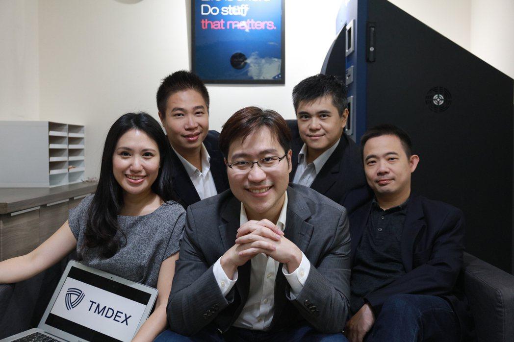 馬虛擬商品交換平台經營團隊,Charlene企業傳播長(圖左起)、Allen行銷...