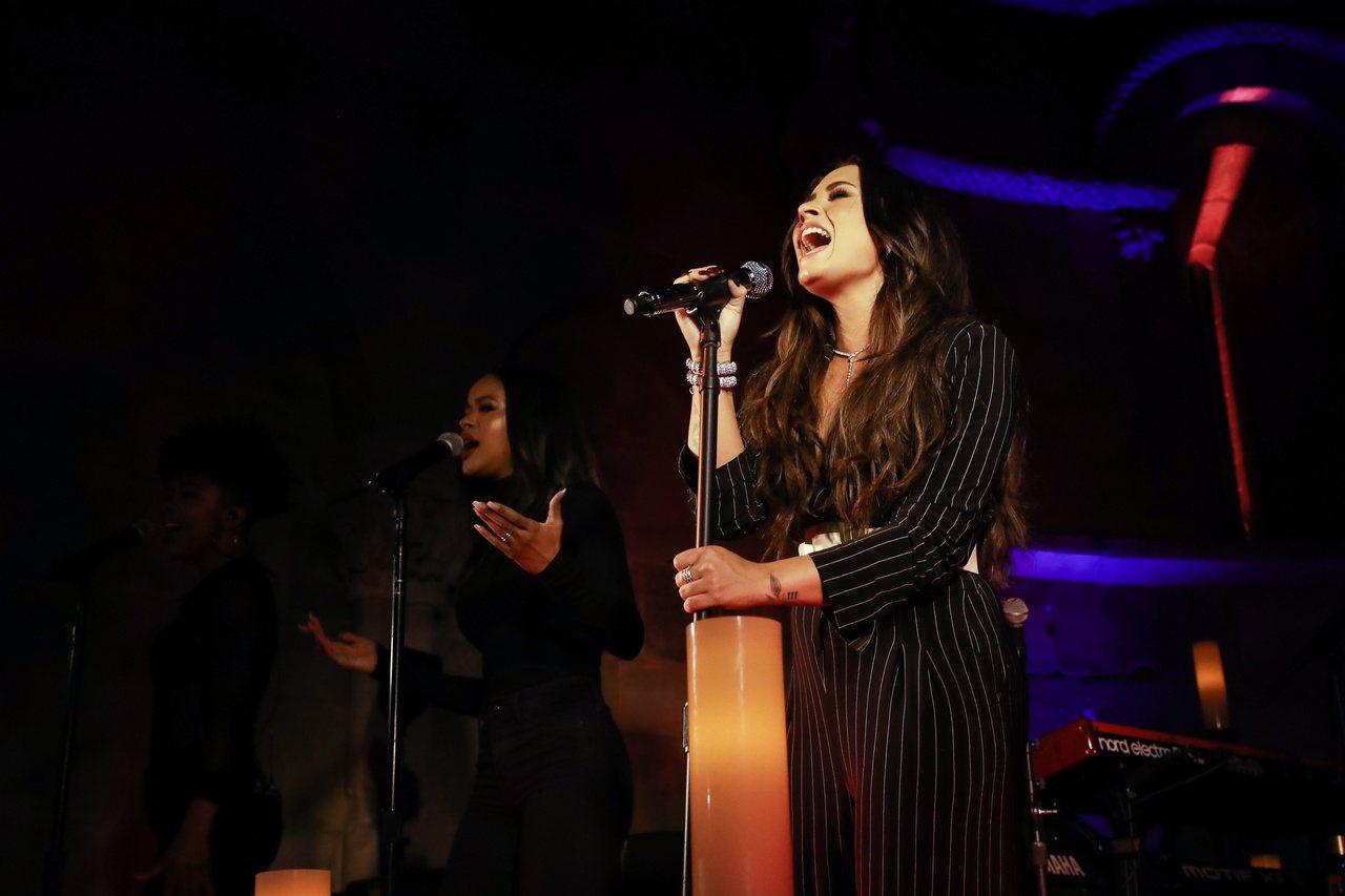 美國知名女歌手Demi_Lovato於BVLGARI晚宴演唱。圖/BVLGARI...