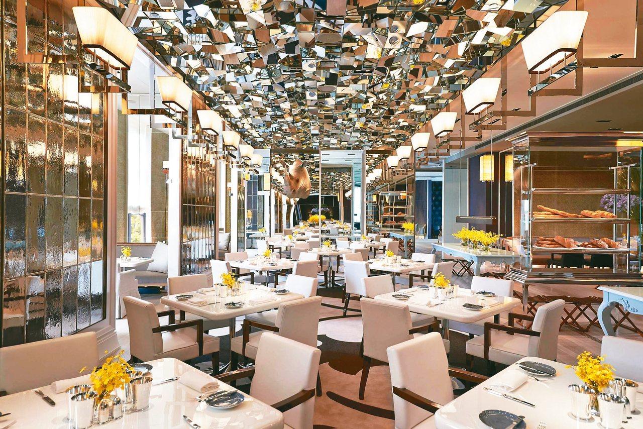 文華Café「晚間饗.吃.吧」以高檔海陸、主菜上桌等深受饕客歡迎。 圖/台北文...