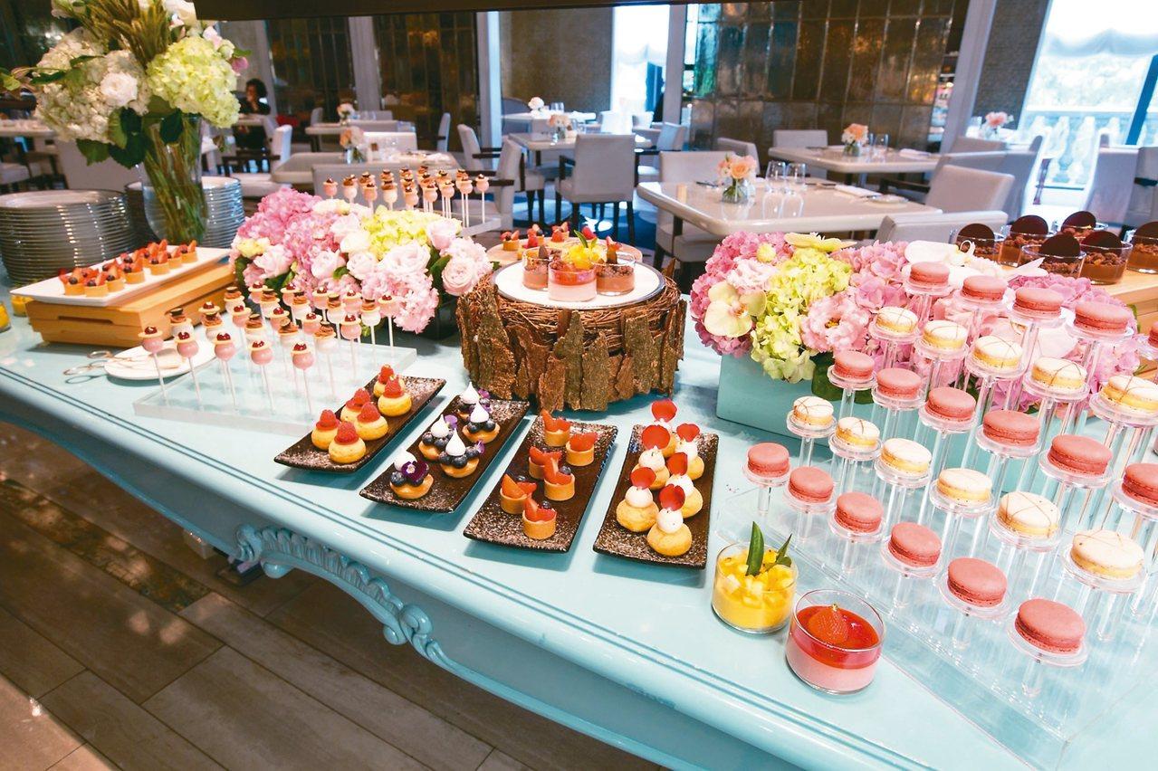 甜點區選擇多到吃不完。 圖/台北文華東方酒店提供