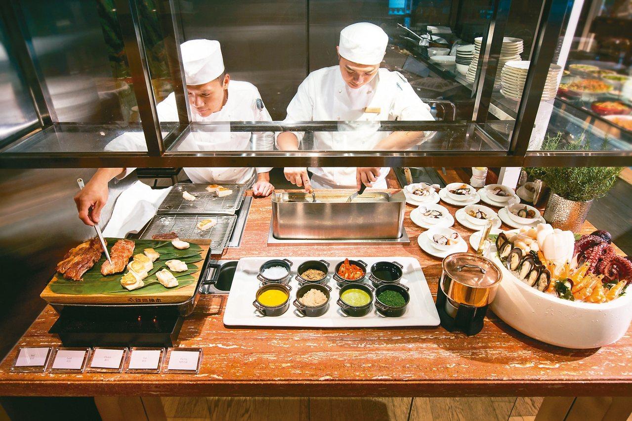 現煎肉品區由師傅現烹美饌。 圖/台北文華東方酒店提供
