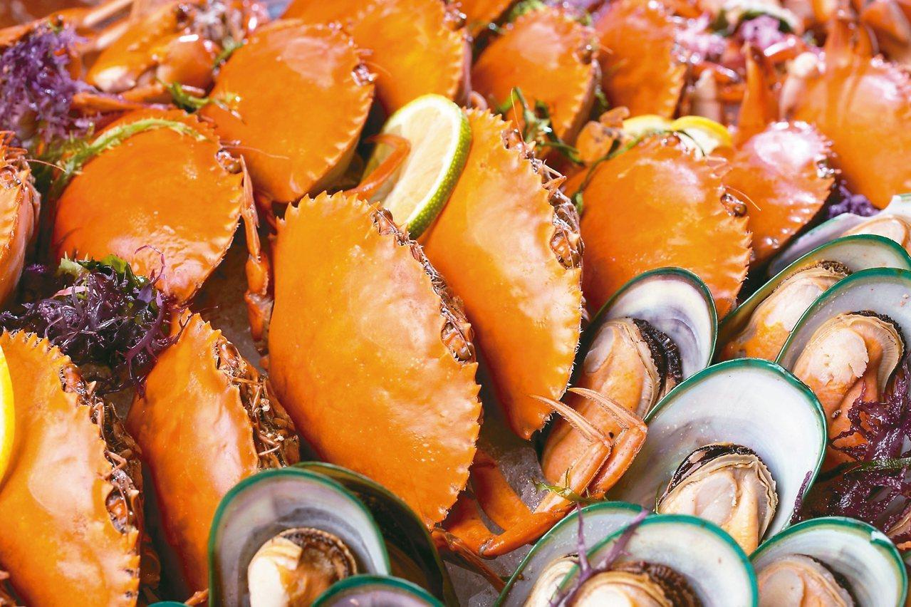 新鮮蝦蟹類、九孔鮑魚及淡菜吃到飽。 圖/台北文華東方酒店提供