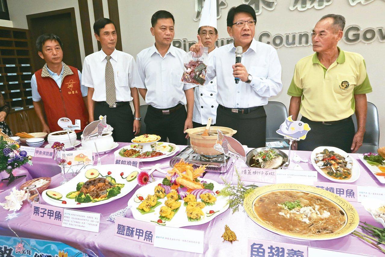 推廣甲魚饗宴,屏東縣長潘孟安帶頭大力行銷。 記者翁禎霞/攝影