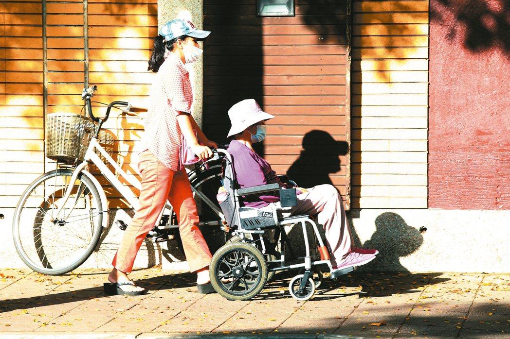 立法院昨天初審通過「長期照顧服務機構法人條例」草案。 本報資料照片