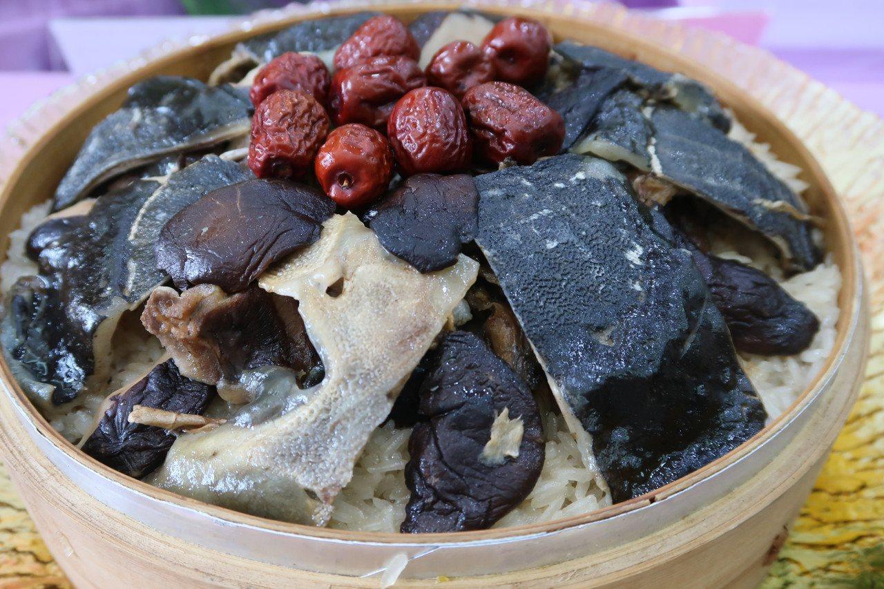 甲魚麻油飯。記者翁禎霞/攝影