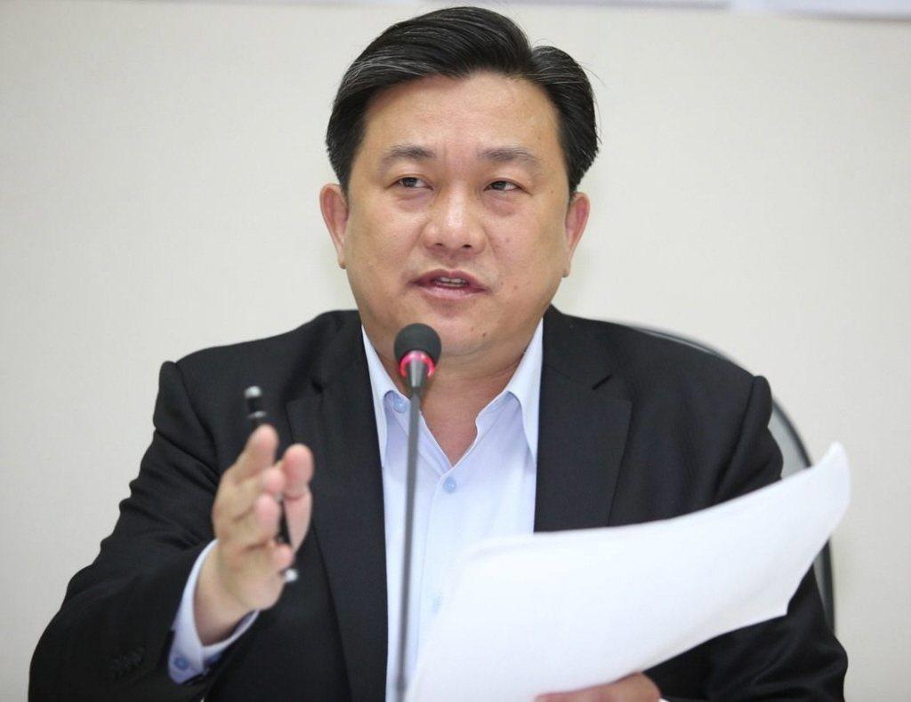 民進黨立委王定宇26日要求相關機關處理與開罰在大陸黨政軍任職的19名台灣人。圖/...
