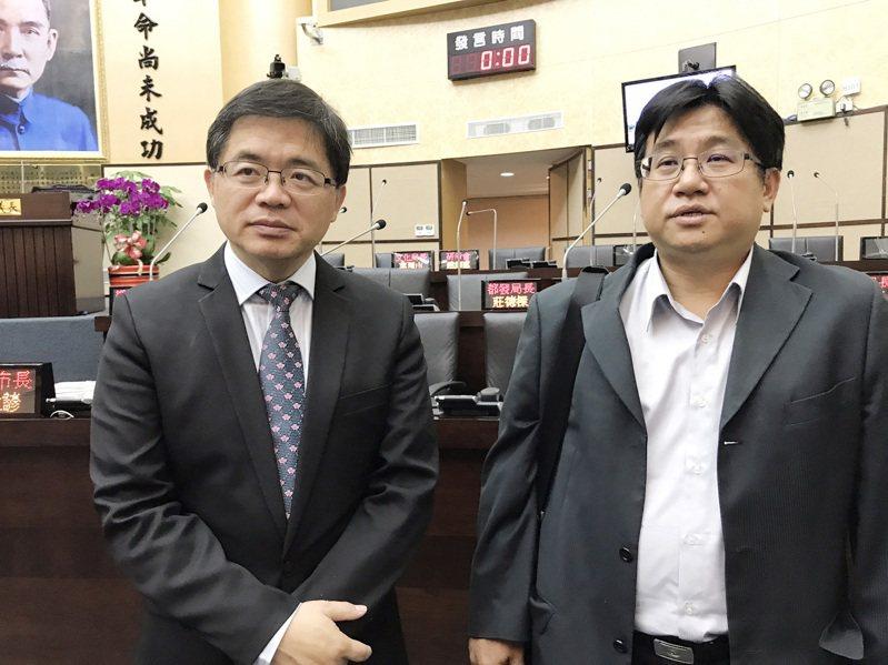台南大學日前宣布放棄七股校區的開發,引發地方議論紛紛。圖為台南市代理市長李孟諺(左)24日在台南市議會表示,南大遷校花了17年,沒有任何成果,南大應對台南市民道歉。 中央社