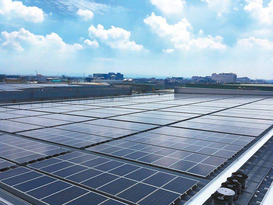 行政院前天宣布將推動「全民綠能屋頂」計畫。 聯合報系資料照