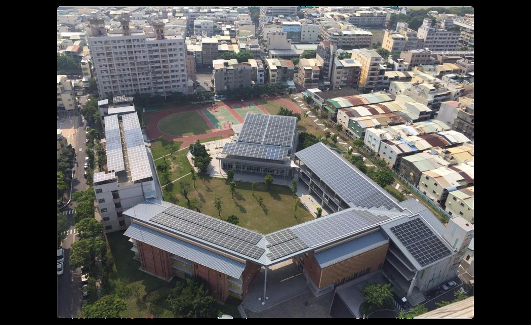 高雄屋頂種電達標,可供9500棟透天厝用電。 圖/高雄市工務局提供