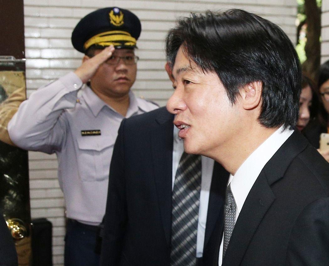 行政院長賴清德(右)表示,台灣起薪逐漸走出22K 。 聯合報系資料照片/記者陳正...