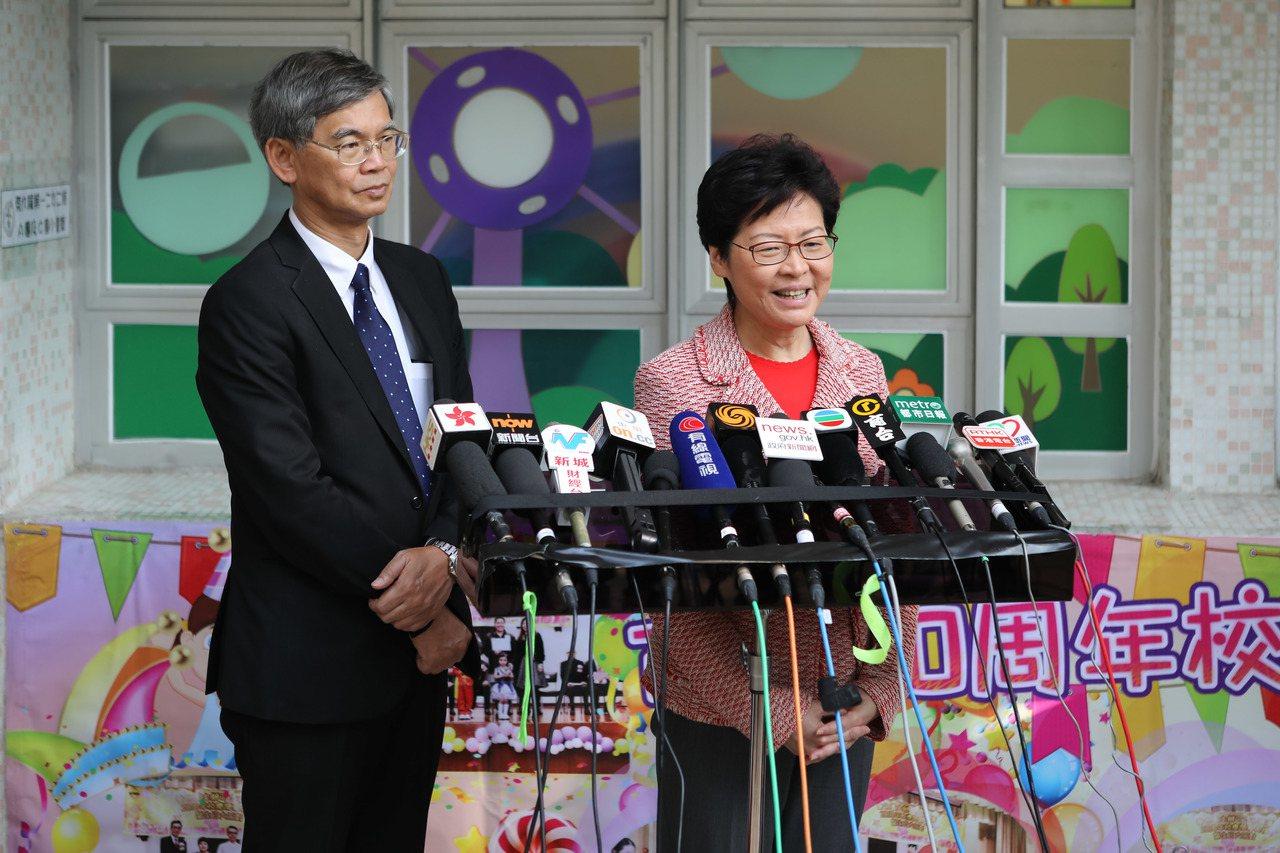 香港特首林鄭月娥接受訪問時表示,國家主席習近平在19大所作的報告,令香港備受鼓舞...