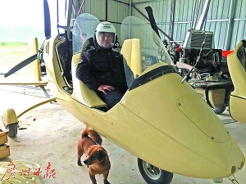 沒有任何飛機設計基礎的的趙斌卻在11年間傾其所有,搗鼓出200多架飛機。取材自廣...