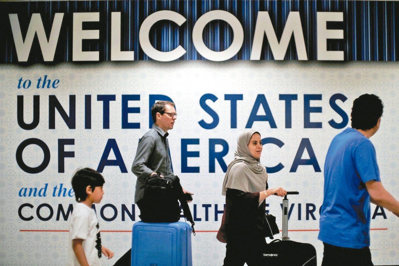 美國政府25日宣布直飛赴美航班須在起飛前實施新安檢措施,所有旅客在入境美國前的最...