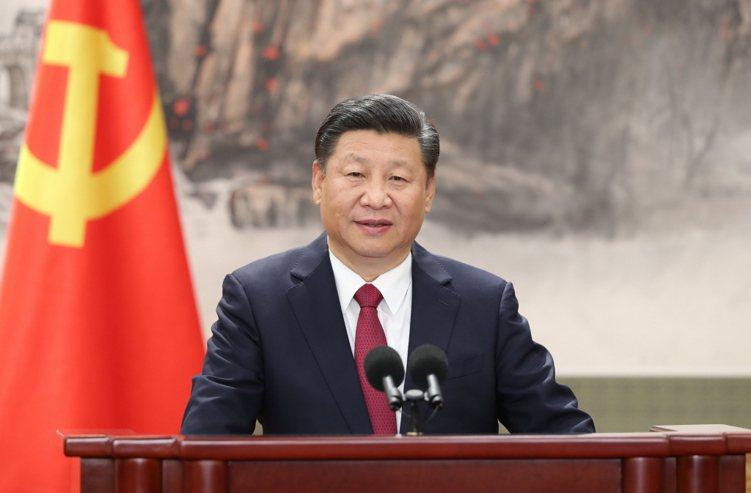 根據路透社超過65位經濟分析的訪問調查,中國大陸隨著樓市降溫及降低債務風險措施將...