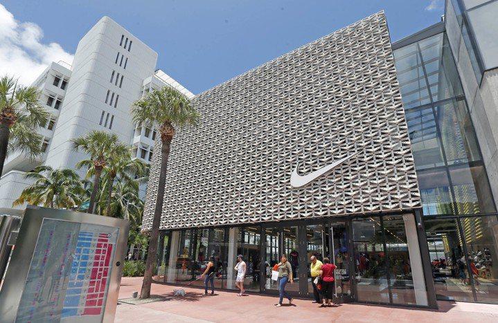 Nike宣布,原本在全球各地與3萬零售業者的合作關係,經大規模重整後,零售伙伴將...