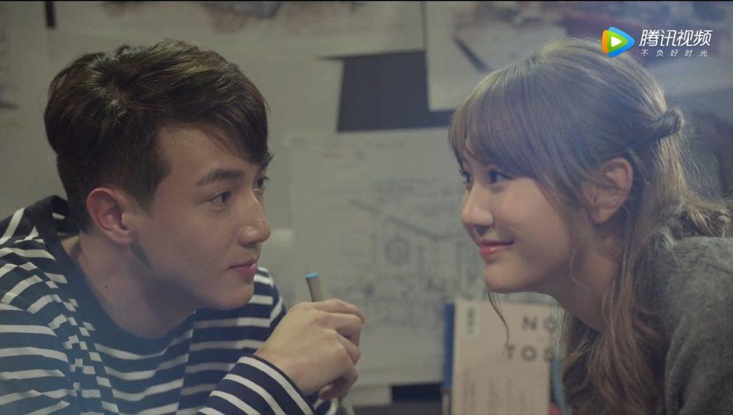 黃皓(左)與四葉草(右)演出微電影。 圖/擷自騰訊視頻