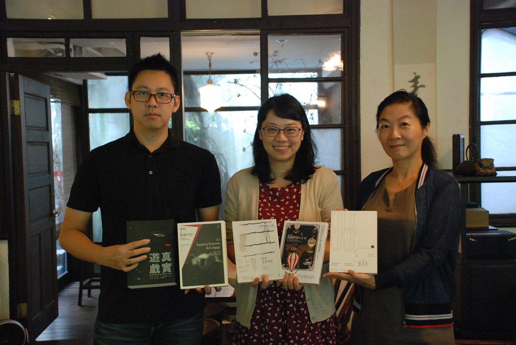 第三屆文學類入圍作品及評審合影,左起為范兆延、許綺玲及馬向陽。 圖片來源:台灣法...