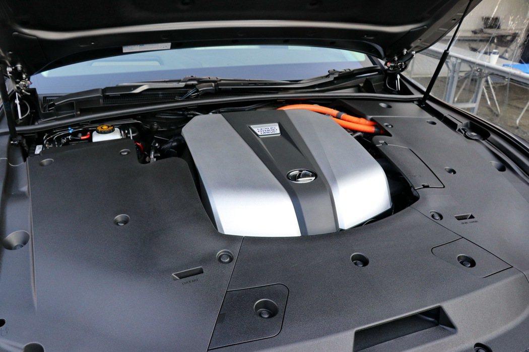 LS500h搭載著一具V6 3.5升引擎及兩具永磁電動馬達,打造出359PS的動力輸出。 記者陳威任/攝影