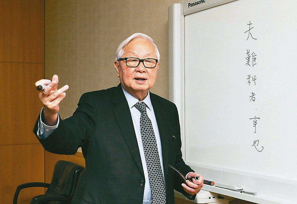 謝志偉曾批台積電董事長張忠謀(圖)以「乾隆鎖國」比喻當前台灣困境,是「不倫不類的...