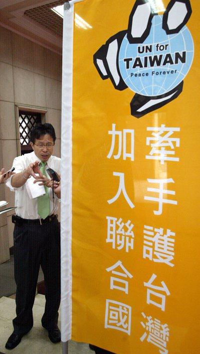 謝志偉在新聞局長任內,推動入聯公投,違法挪用第二預備金,遭到監察院彈劾。 本報資...