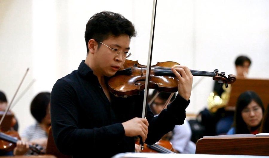 在小提琴家黃俊文的演奏之下,樂器彷彿活了過來,每演奏一個音符都令人感動。(pho...