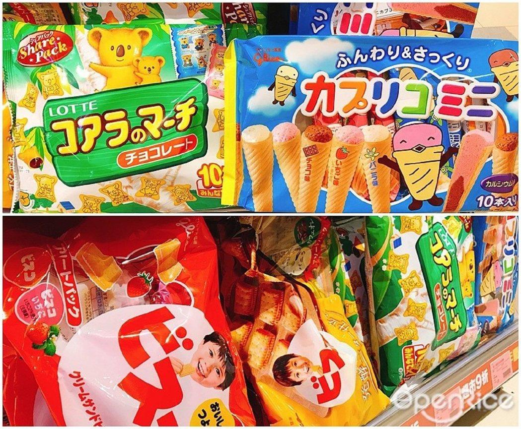 ▲樂天小熊餅乾、格力高捲心餅等日本零食滿滿貨架